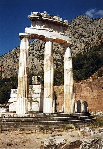 Толос — Храм Афины Пронайи